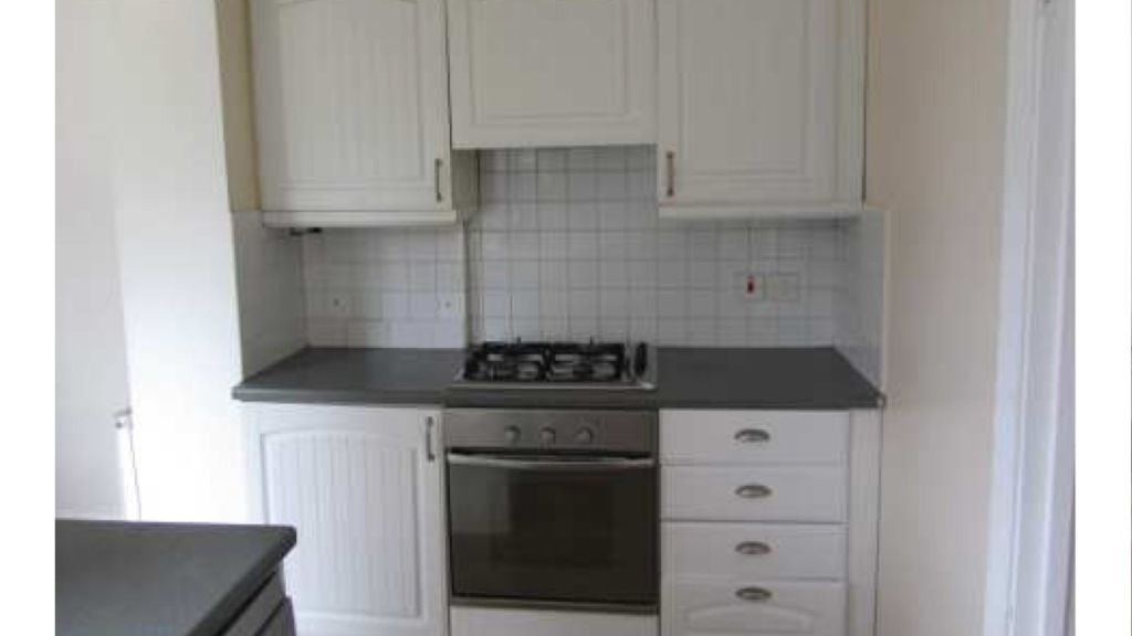 SINGLE BOX ROOM AND BIG DOUBLE ROOM TO LET....