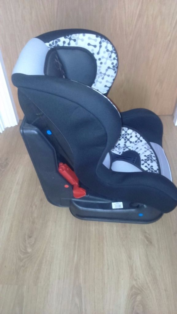 Universal baby car seat from birth to 18Kg