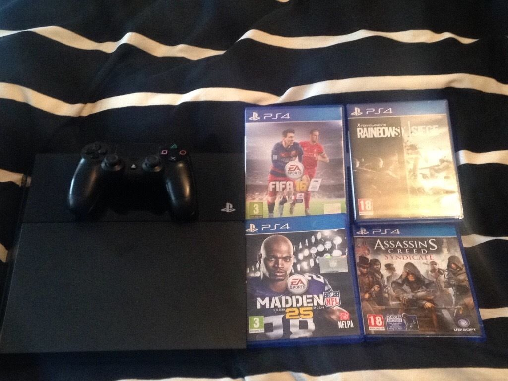 Ps4, controller and 4 games.