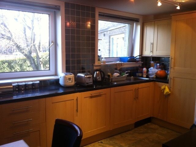 Sunny single room in 3 bedroom flat near King's Buildings