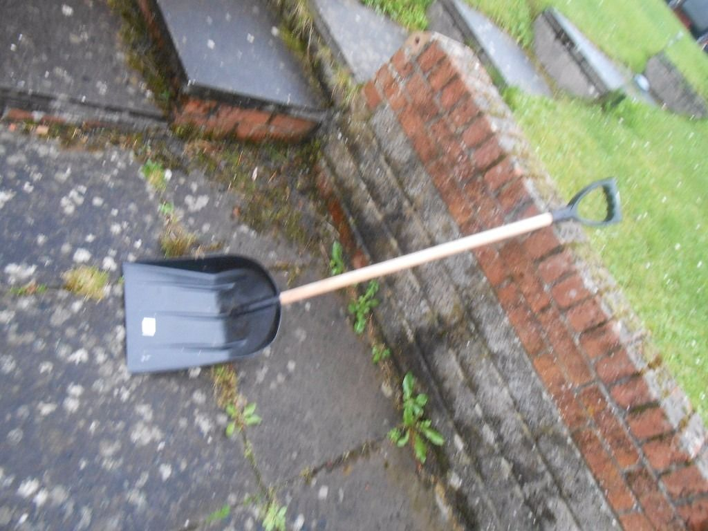 Snow shovel (brand new, unused) for sale!