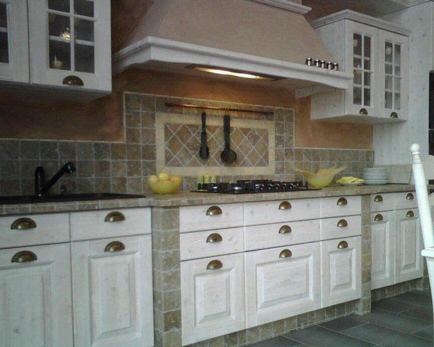 Kitchen /fitted furniture fitter with over 20 years experience in Italy
