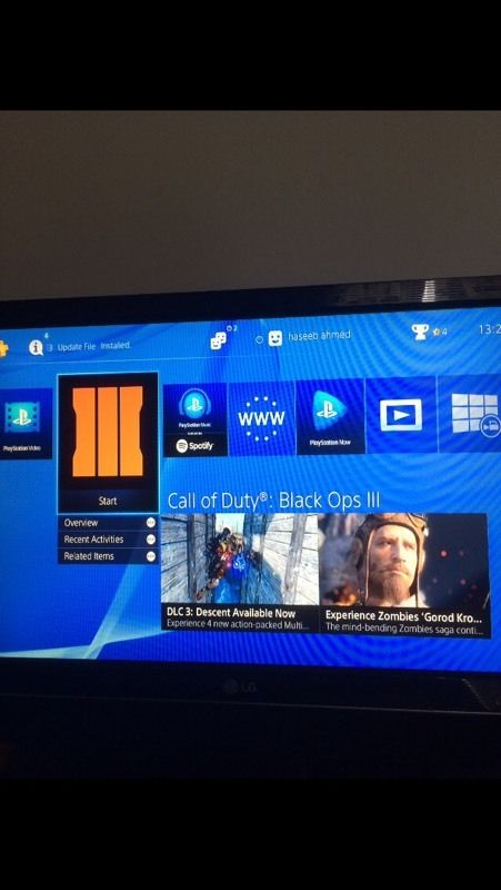 PlayStation 4 Excellent condition w games