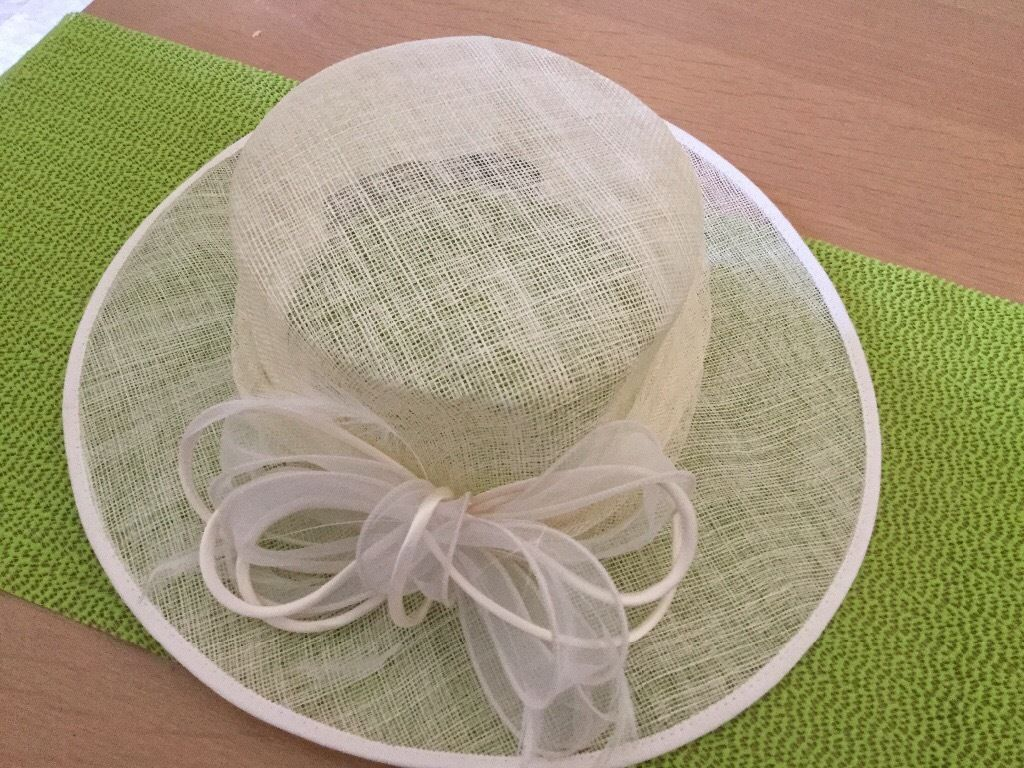 Ladies formal Ivory hat (ideal wedding or races)
