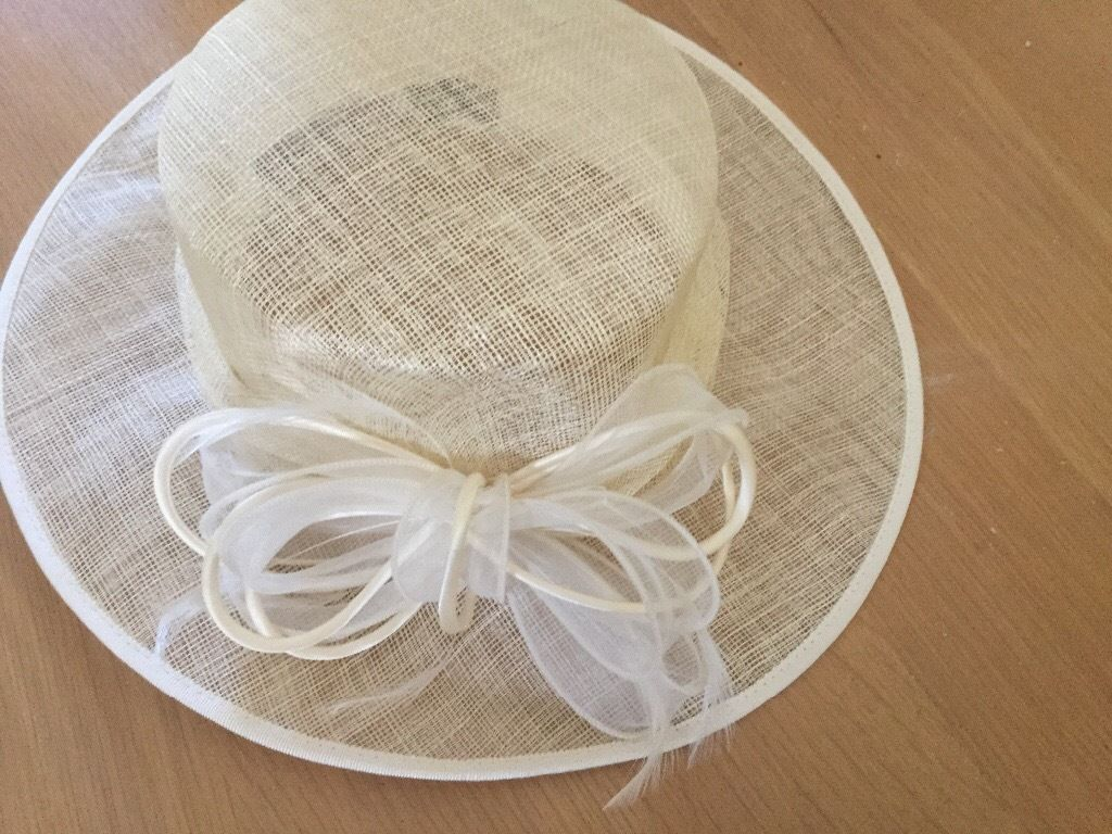 Ladies very classy formal Ivory hat (ideal for a wedding or races)
