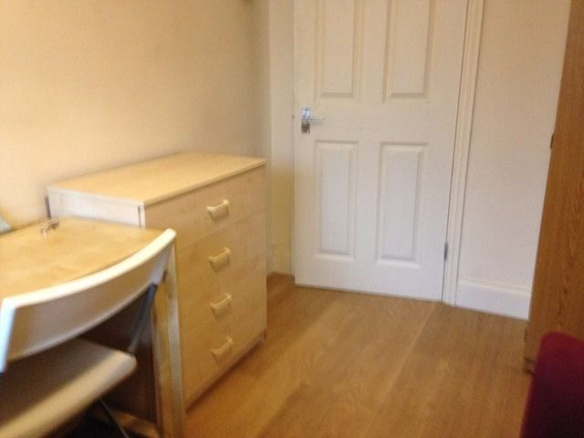Big single room (double size) in shared flat. All bills included. 1 week deposit. Fast internet