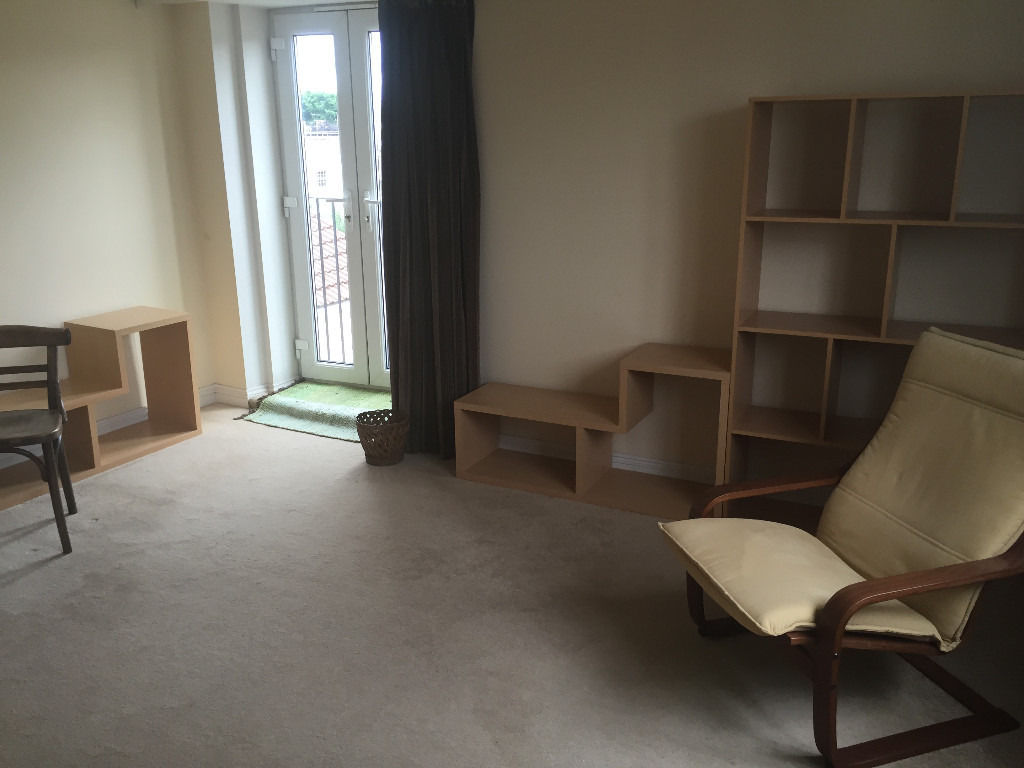 Large double room for single person in Southville, 7/8min walk to Cty.Ctr.