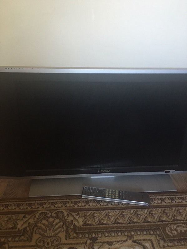 Logik LCD TV (Non HD)