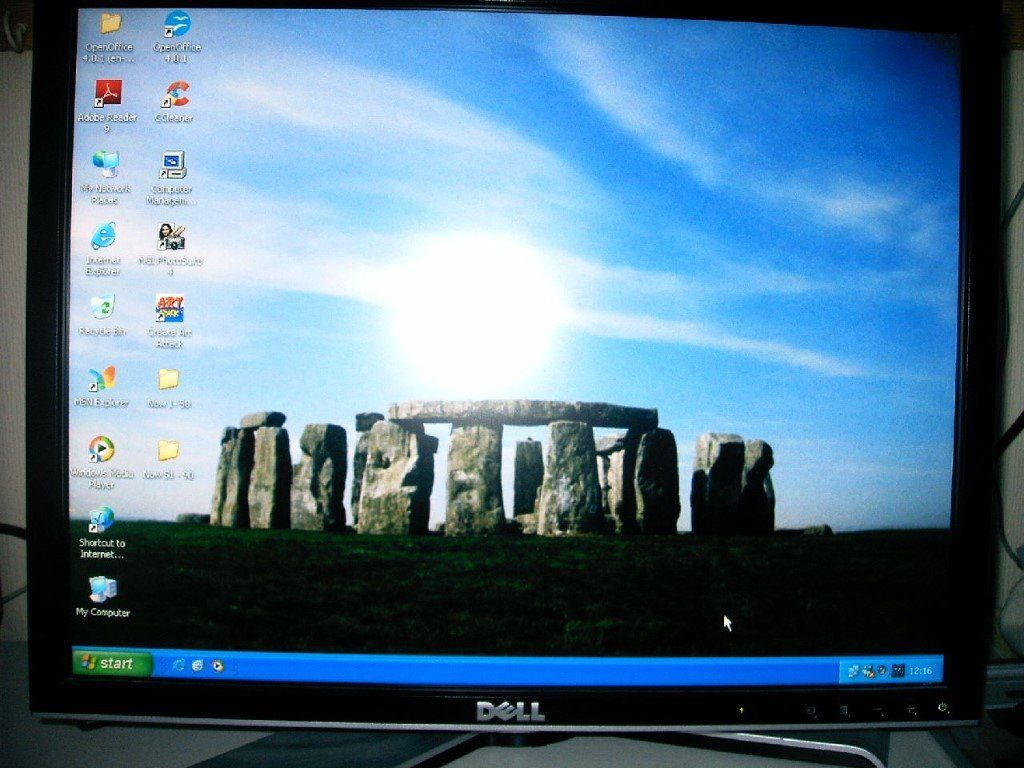 """Dell 19"""" flat screen monitor excellent condition"""