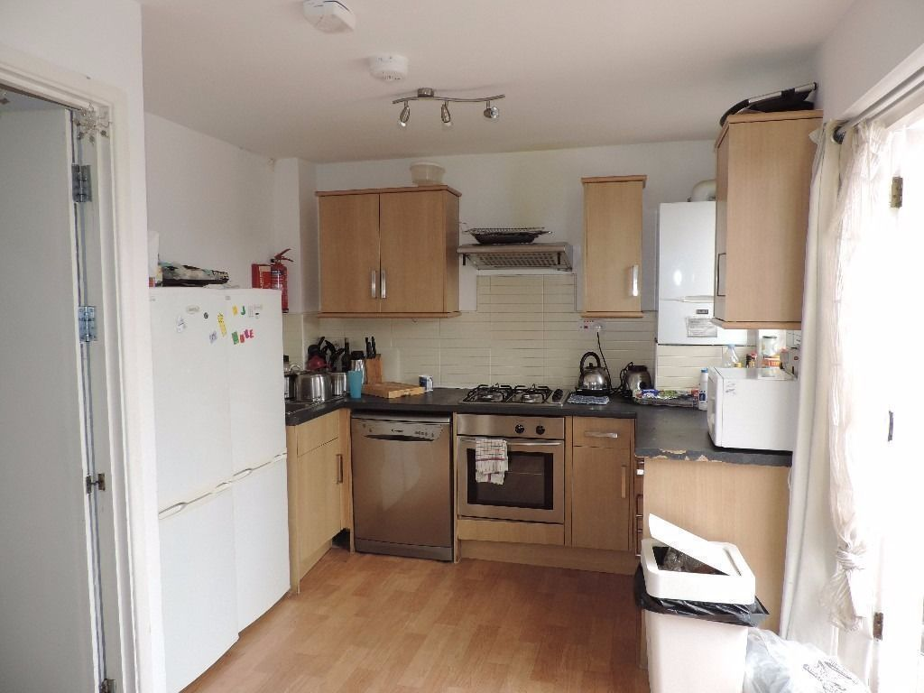 LOVELY ROOM IN THE BEST AREA WITH ALL BILLS IN & LIVING ROOM!