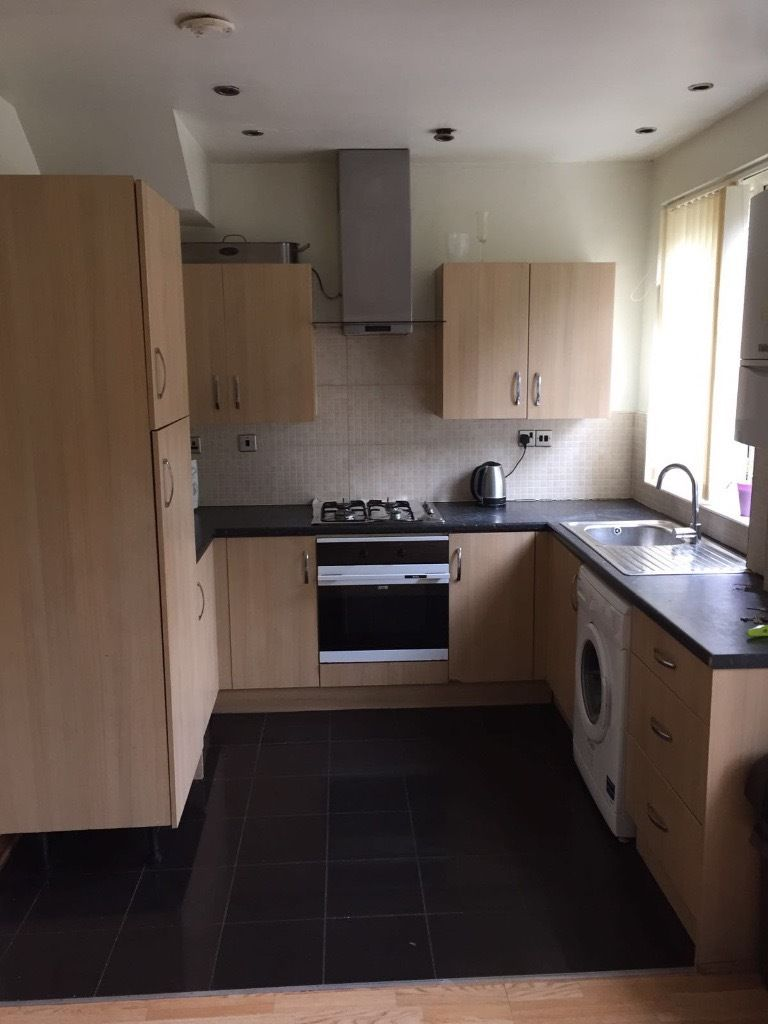 LARGE DOUBLE ROOM AVAILABLE - STANFORD HILL - ALL BILLS INCLUDED