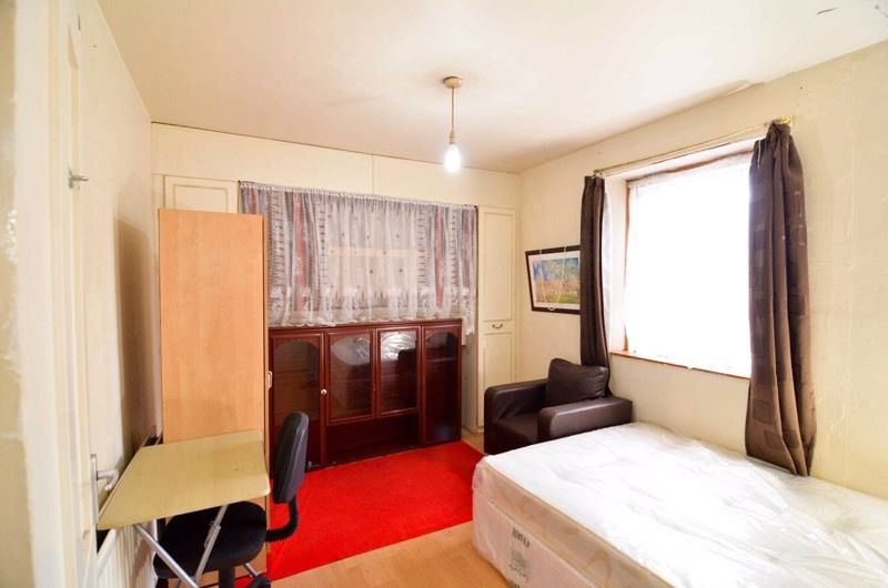 A double room for rent, furnished bills inclusive