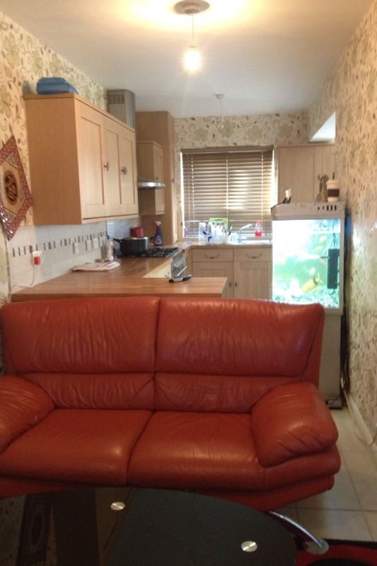 Double room large king size to let-Morden Mitcham collierswood border
