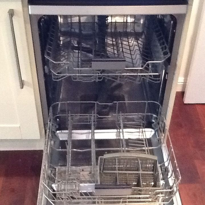 SAMSUNG DW-FN320T DISHWASHER For Sale Immaculate Condition