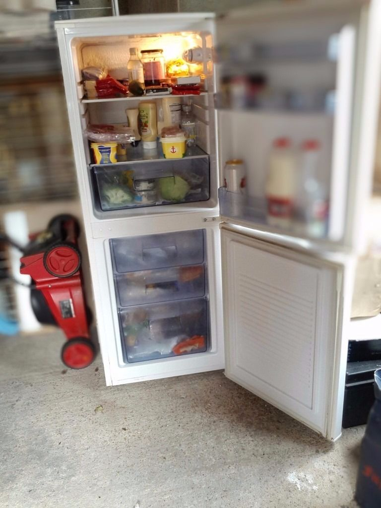 VERY NICE GOOD WORKING ORDER FRIDGE / FREEZER FIRST TO SEE WILL BUY .