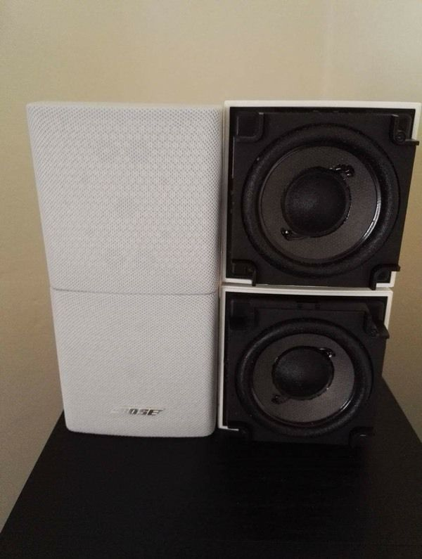 6 BOSE CUBE SPEAKERS