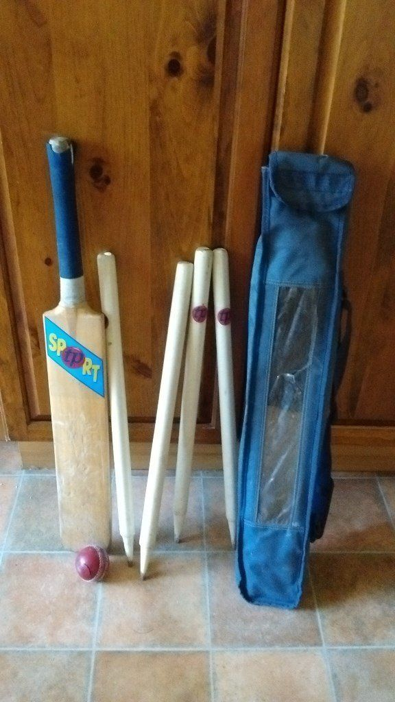 Childrens' cricket set in carry bag