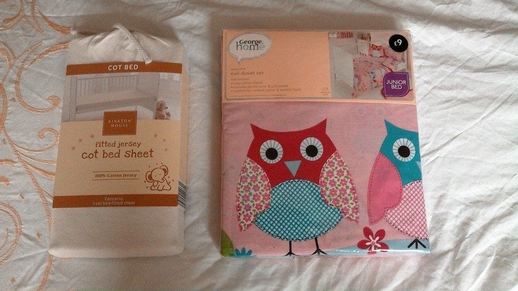 Brand-new Baby Girls Cot-bed quilt set with sheet