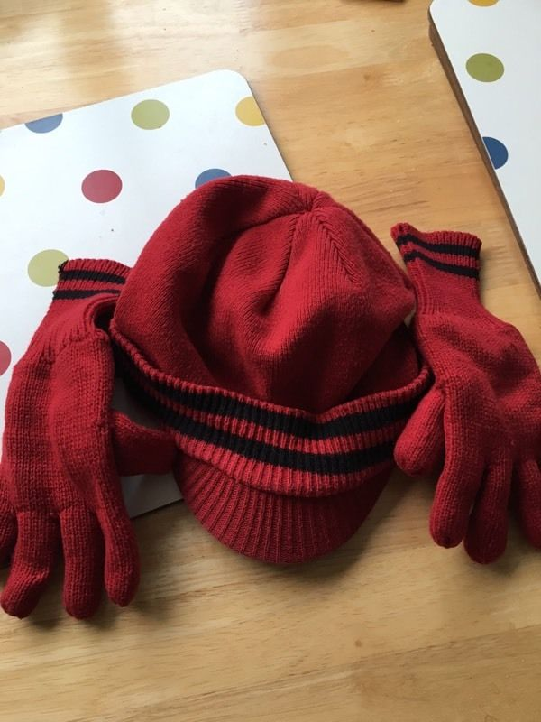 Boys hat and gloves aged 6