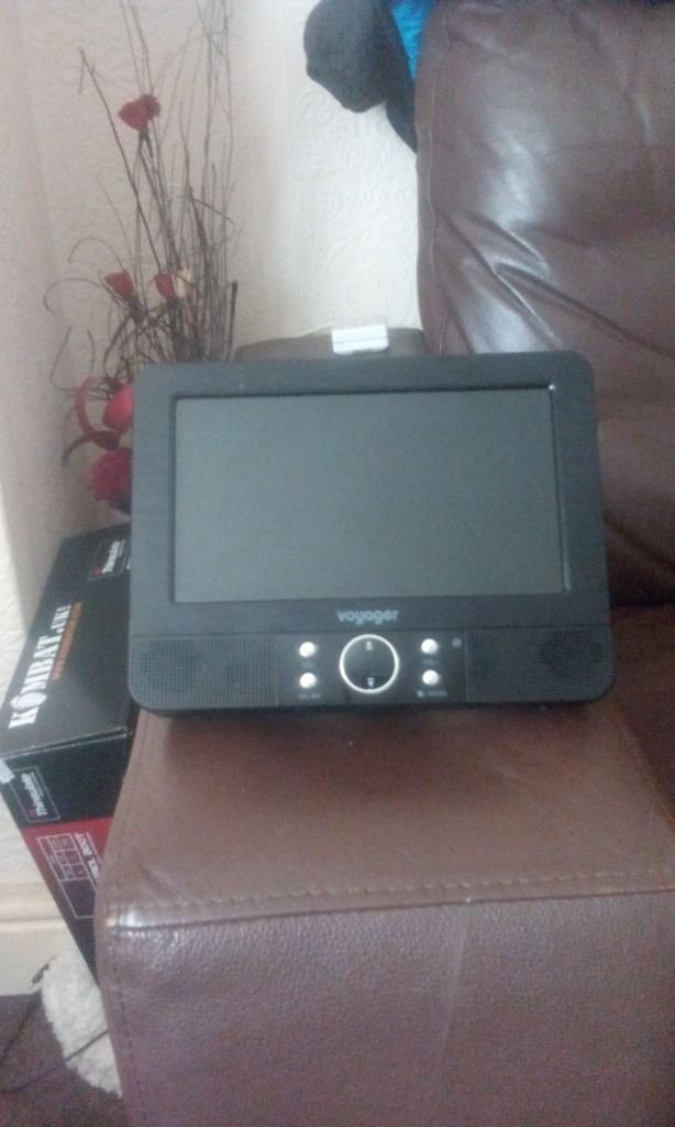 """Voyager 7"""" head rest dvd players"""
