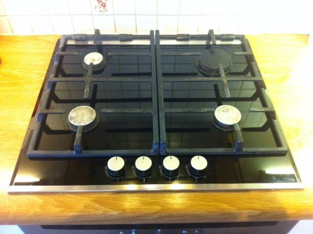 Bosch facetted-finished gas hob with black ceramic glass base and stainless steel trim