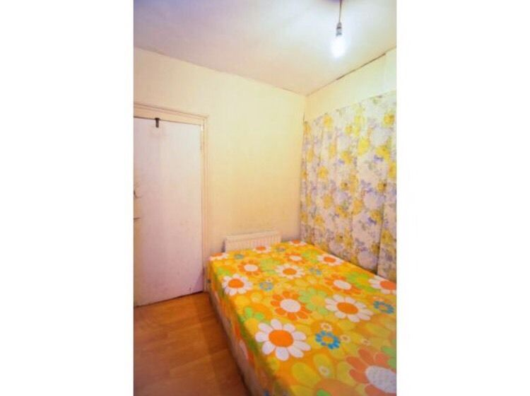 A semi double room for rent, bills inclusive, furnished