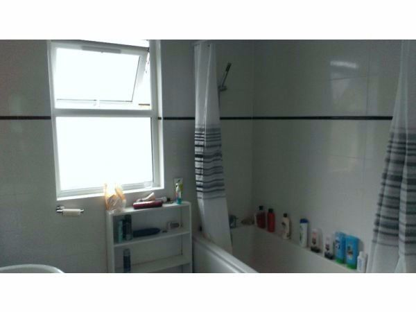 COLLIERS WOOD LOVELY ROOM WITH BILLS INCLUDED IN A FREINDLY HOUSE SW19