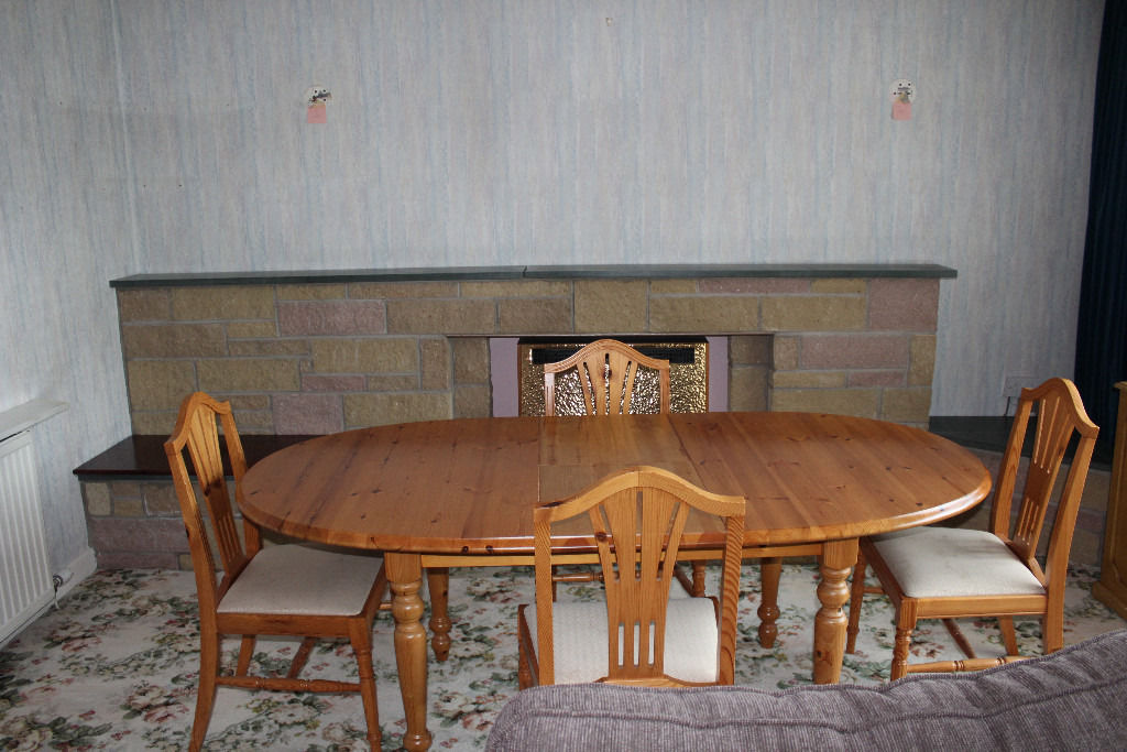 Pine extending Dining Table and 4 Chairs