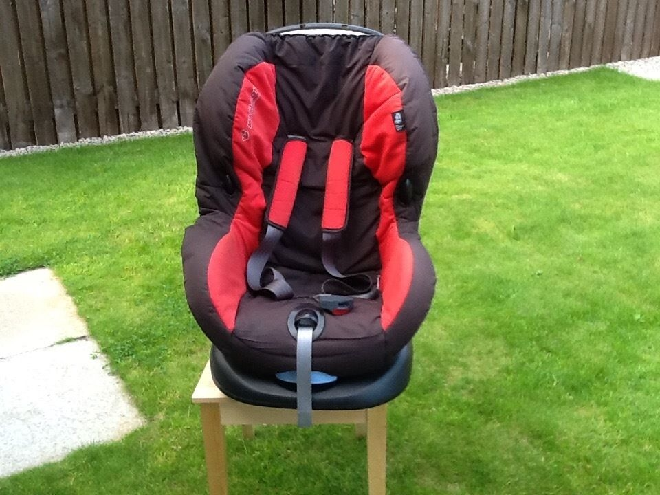 Child's Maxi-cosy Car Seat, black and Red.