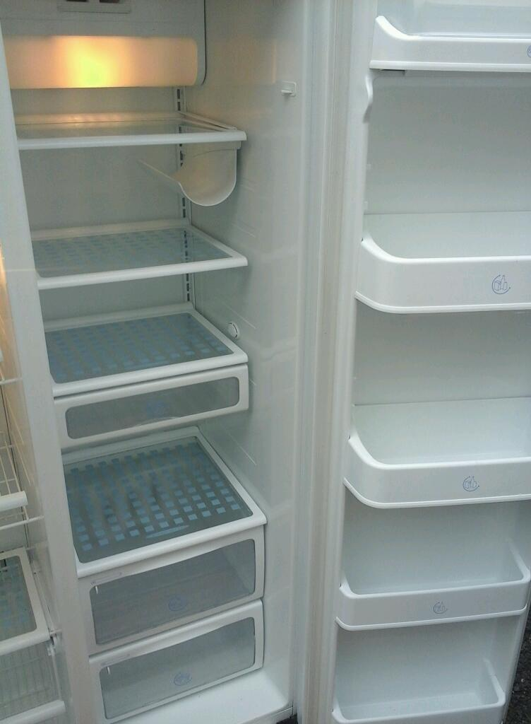 White Hotpoint american fridge freezer