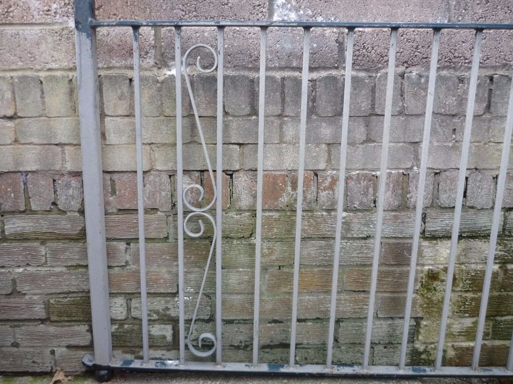 Metal railings for sale used in good condition.