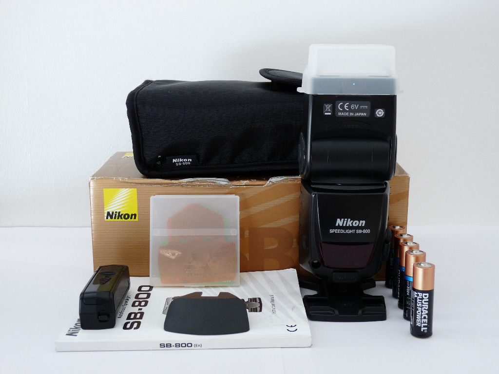 Nikon SB800 Speedlight Flashgun, Mint condition, hardly used, boxed with all the accessories.