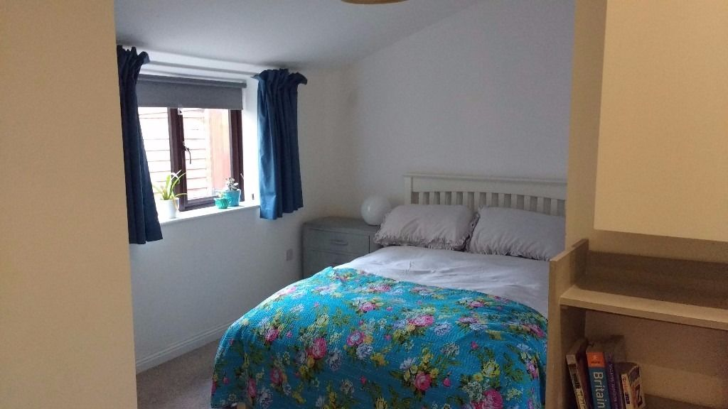 Large Double Room in Greenbank (Monday-Friday)