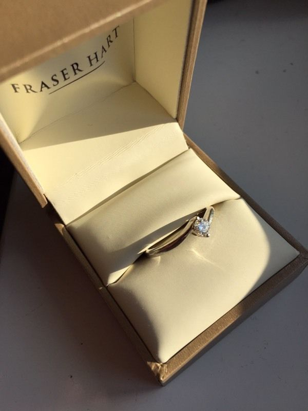 9 Carat white gold engagement ring