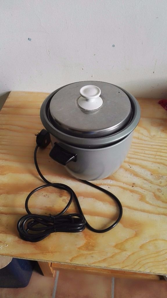 Slow cooker, barely used, perfect for curries - £15!