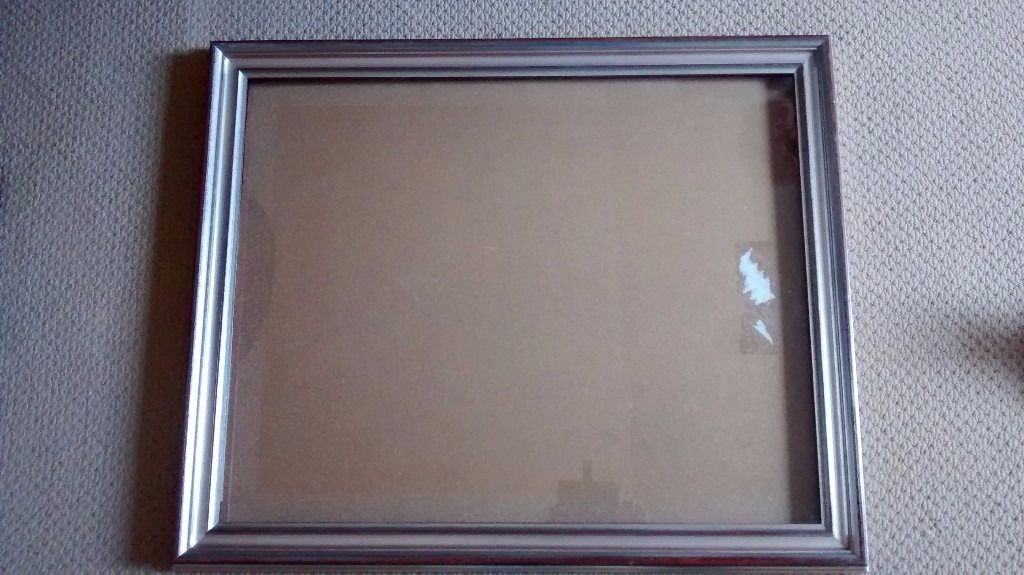 2 matching solid picture frames