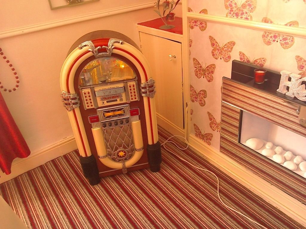 Juke Box for sale. £70.00 o.n.o