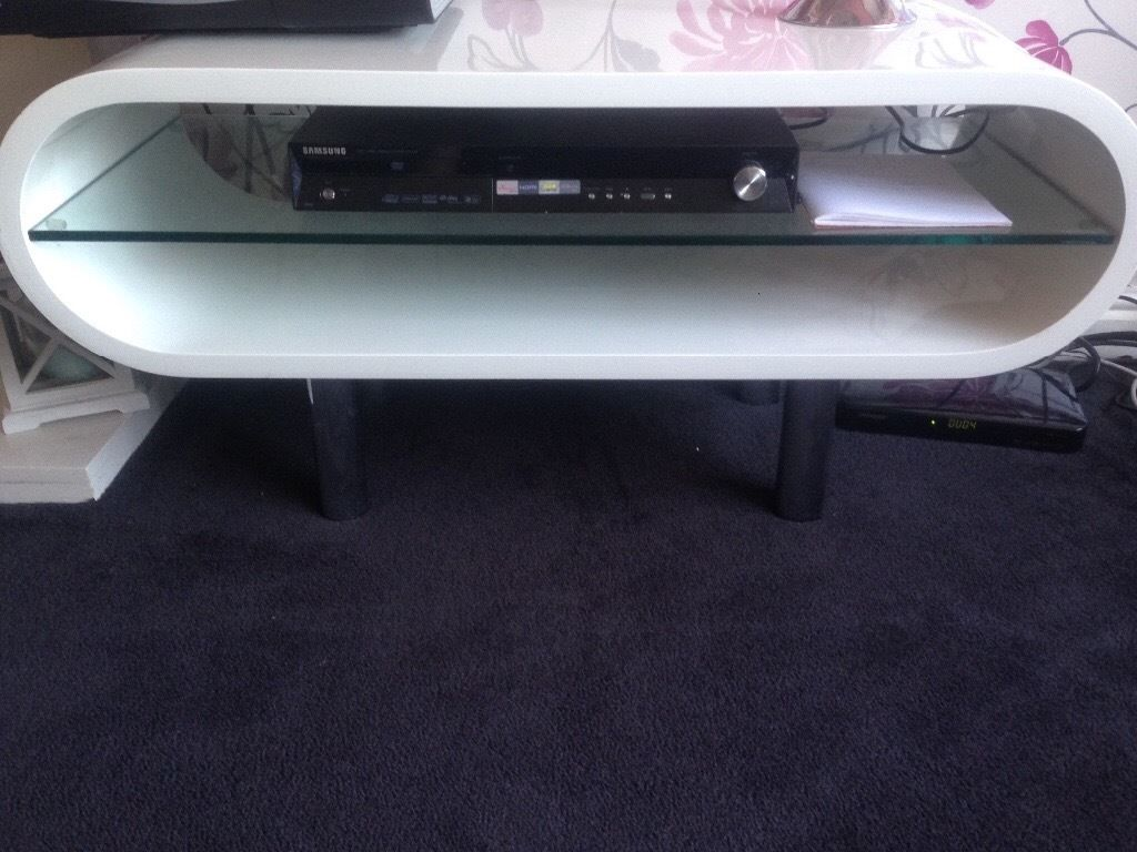 Oval tv stand in gloss white
