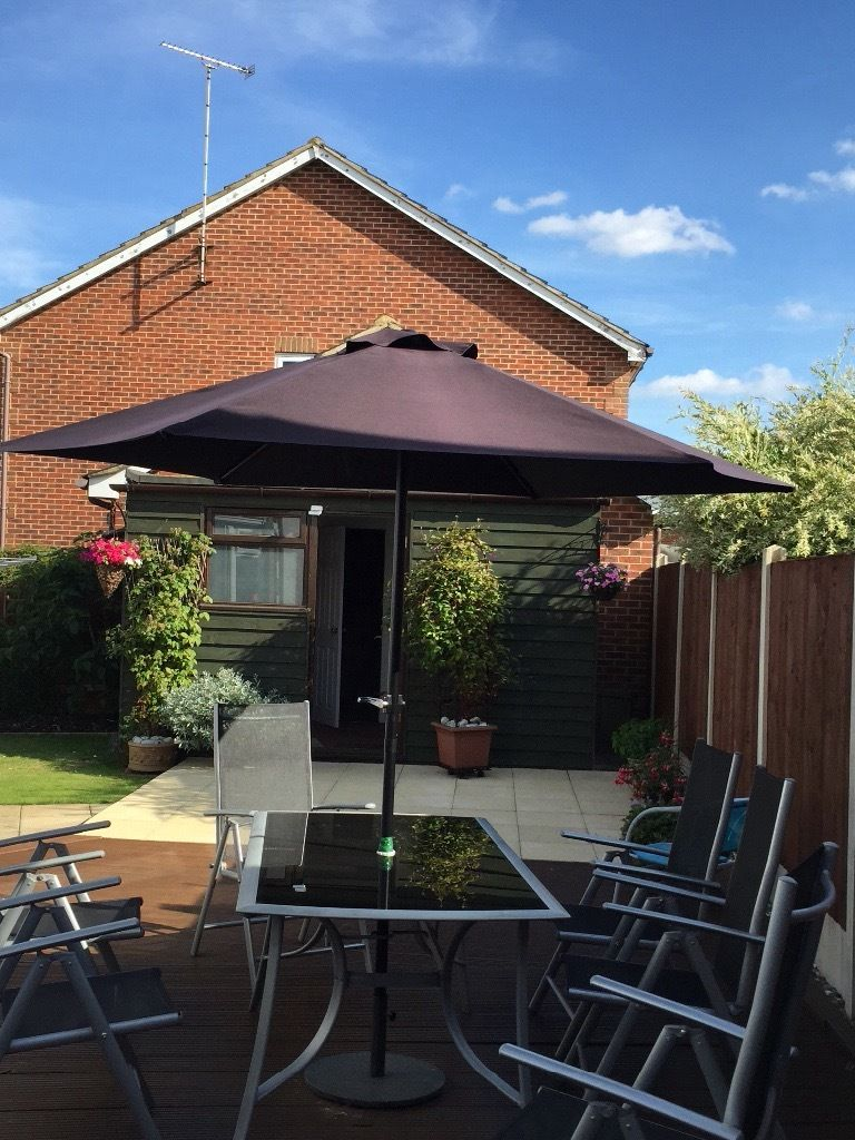 2.7m Black Garden Parasol with crank handle