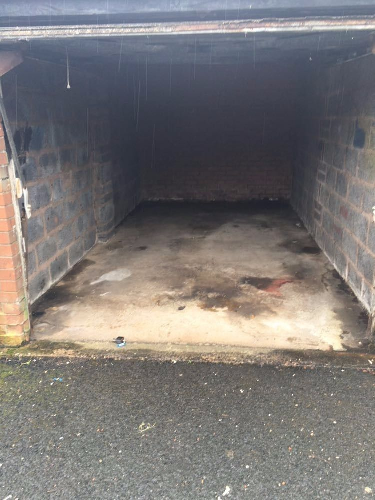 LOCK UP GARAGE TO LET IN STAFFORDSHIRE.