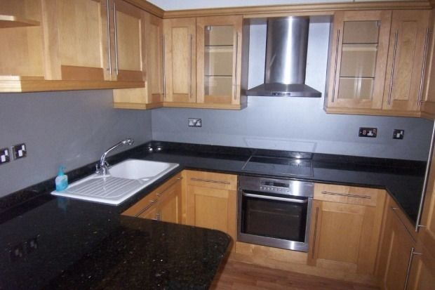 Great Double Bedroom in Piccadilly Village. No bills included (no parking).