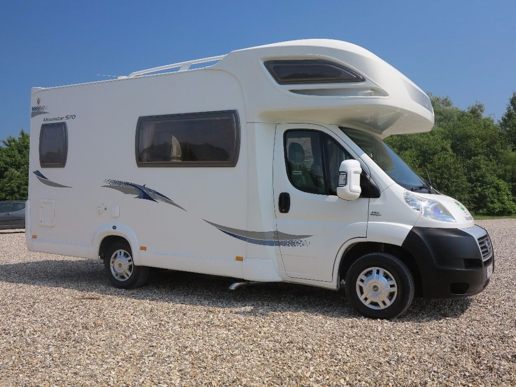 Lunar Moonstar 570 5 berth 2007 07 only 15000 miles from new in excellent all round condition
