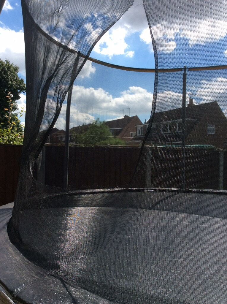 12 foot trampoline with enclosure, ladder and shoe bag
