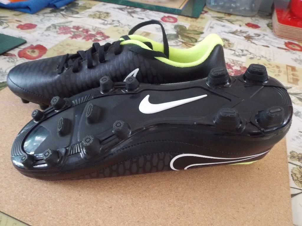 NIKE FOOTBALL / RUGBY BOOTS