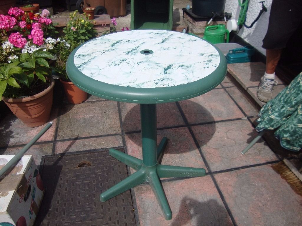 garden table and parasol