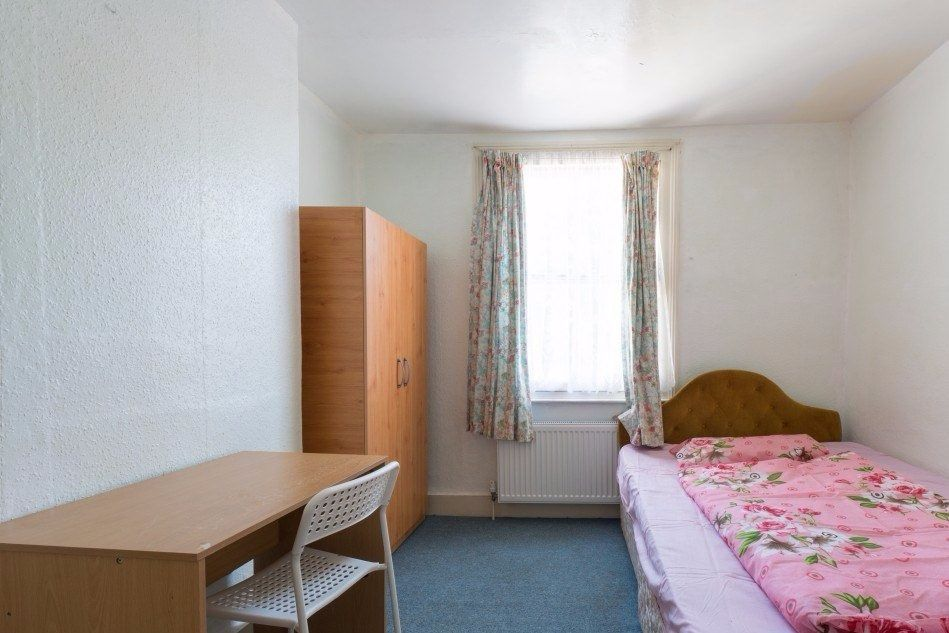 Double Bed in Rooms to rent in comfortable 4-bedroom house in up-and-coming Walthamstow