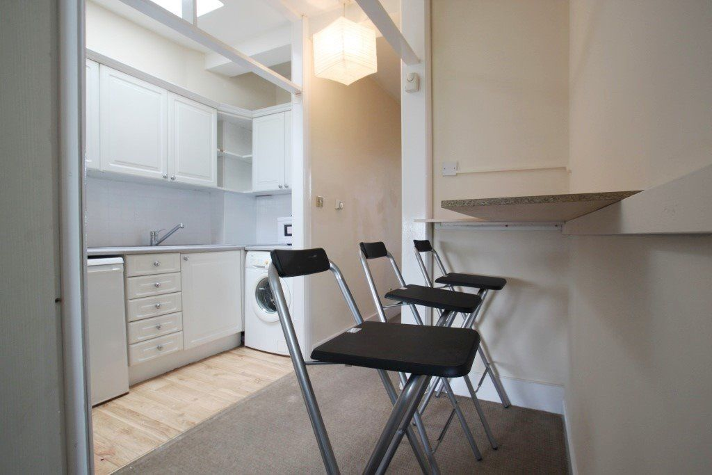 N. SINGLE ROOM WITH A DBL BED IN A FLAT IN BRICK LANE .ALL INCLUSIBVE+CLEANING+WIFI*FIRST WEEK FREE