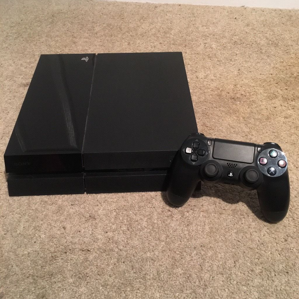 PlayStation 4 plus 13 Games & Controller