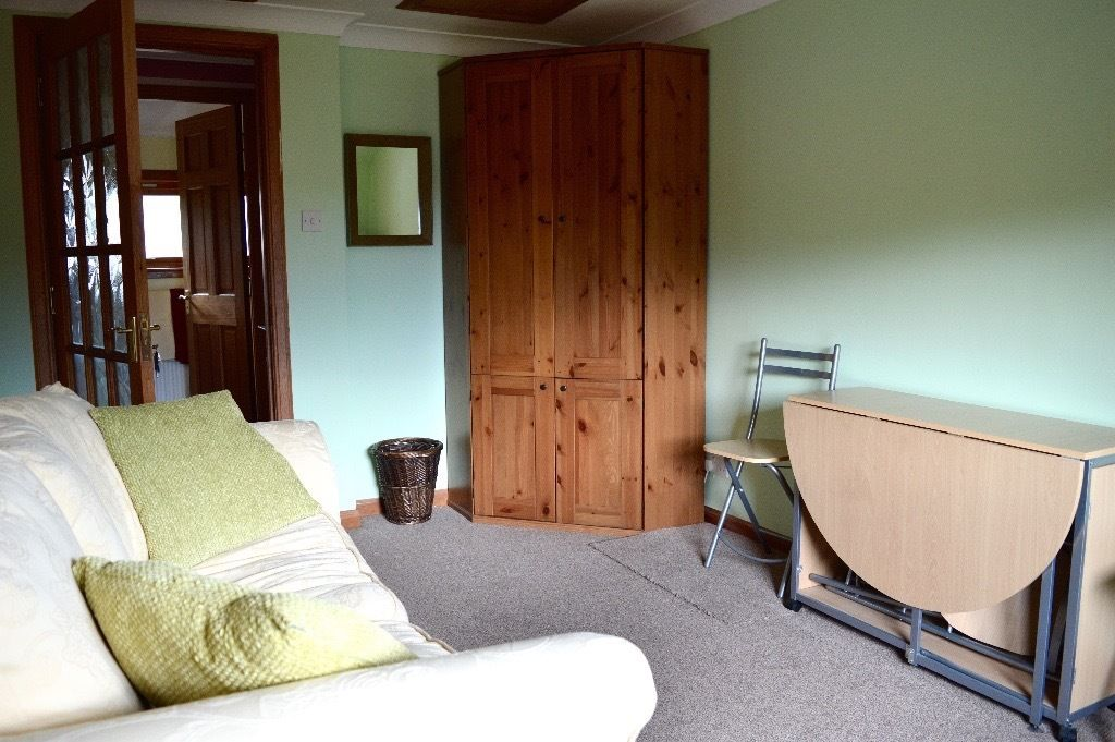 Double room with separate living area and WC - includes parking