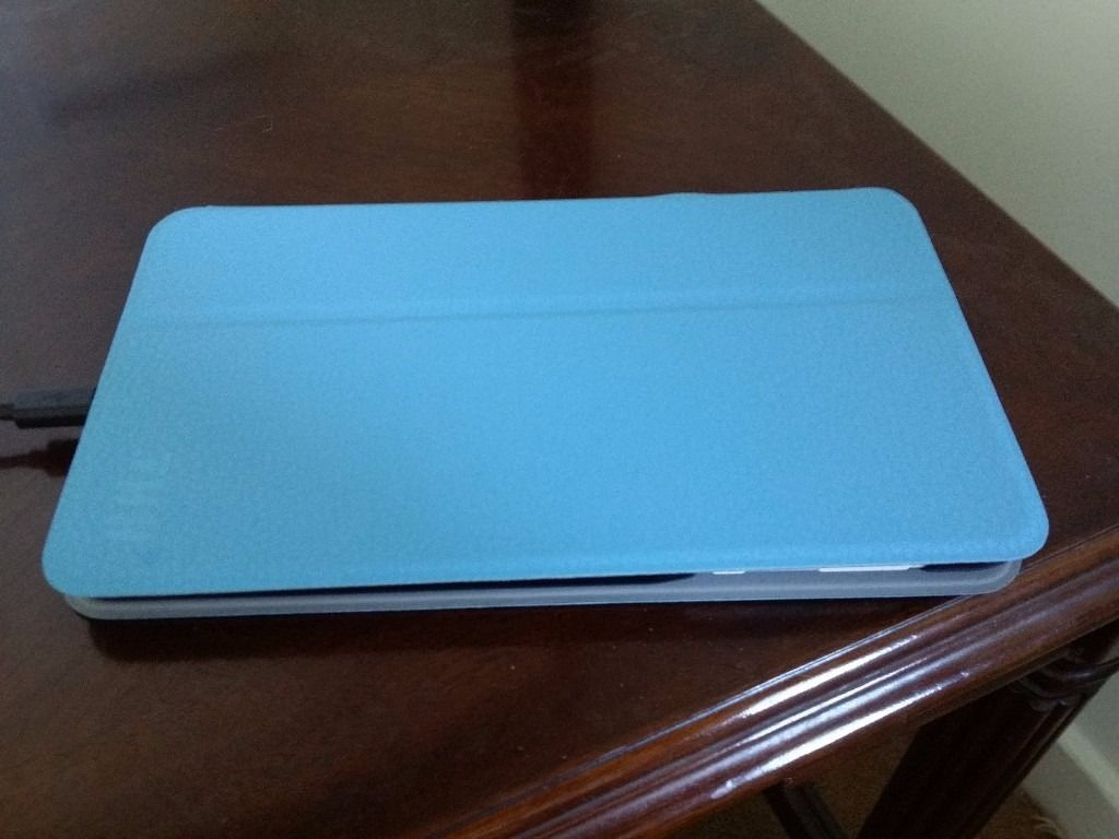 Hudl2 8 inch Android Tablet + Official blue case